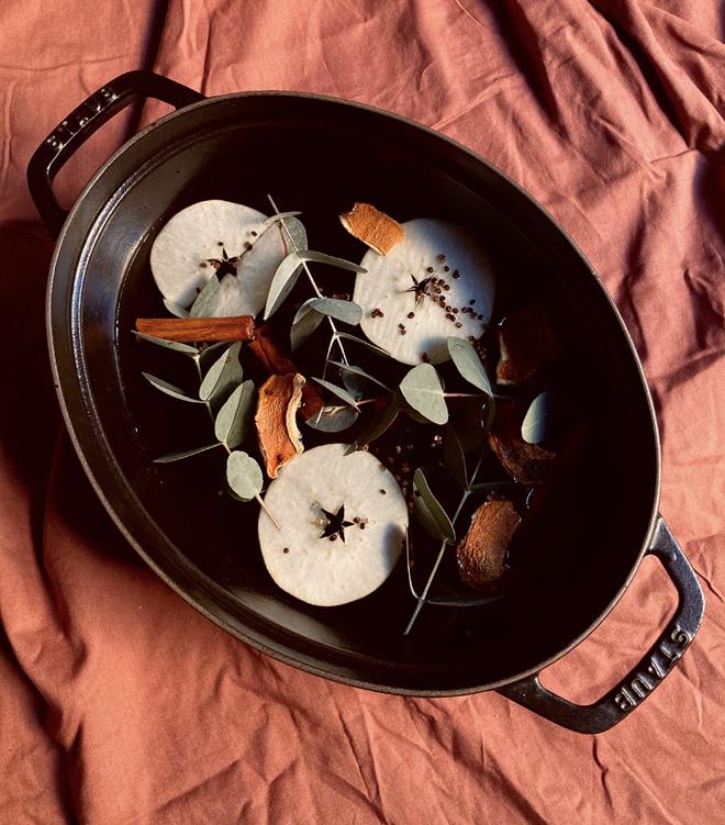 Apple, bitter orange, eucalyptus, cardamom seeds, cinnamon stick and orange flower water